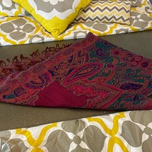 Stunning 100% wool pashmina from lucky brand